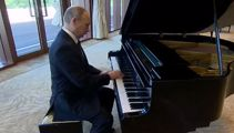 Vladimir Putin plays Darude Sandstorm on the piano