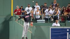Indians' outfielder Austin Jackson has pulled off an incredible catch