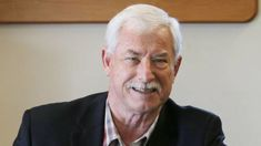Sir Richard Hadlee has bowel cancer, recovering after surgery