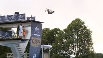 """Introducing your new favourite sport """"Death Diving"""""""